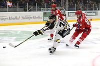 GET-ligaen Ice Hockey, 27. october 2016 ,  Stavanger Oilers v Stjernen<br />Peter Lorentzen fra Stavanger Oilers i aksjon v Otto Honkaheimo fra Stjernen<br />Foto: Andrew Halseid Budd , Digitalsport