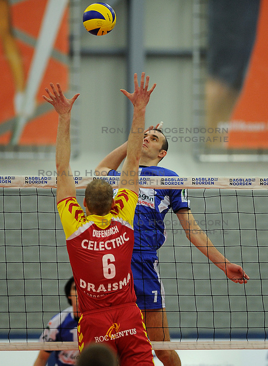 12-02-2011 VOLLEYBAL: AB GRONINGEN/LYCURGUS - DRAISMA DYNAMO: GRONINGEN<br /> In een bomvol Alfa-college Sportcentrum werd Dynamo met 3-2 (25-27, 23-25, 25-19, 25-23 en 16-14) verslagen door Lycurgus / Sime Vulin (#7) en Jasper Diefenbach (#6)<br /> ©2011-WWW.FOTOHOOGENDOORN.NL