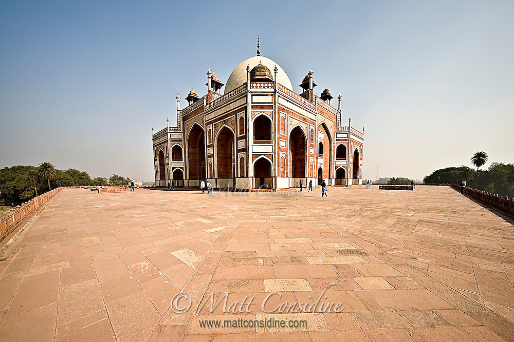 Humayun's Tomb with arched doorways and double dome erected by Humayun's wife in the 16th century.<br /> (Photo by Matt Considine - Images of Asia Collection)