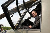 15 JUL 2002, VEITSHOECHHEIM/GERMANY:<br /> Rudolf Scharping, SPD, Bundesverteidigungsminister, sitzt im Cockpit des neuen Hubschraubers NH 90, waehrend eines Besuches der neu aufgestellten Division Luftbewegliche Operationen, DLO, Veitshoechheim<br /> IMAGE: 20020715-01-009<br /> KEYWORDS: Veitshöchheim, Helicopter,