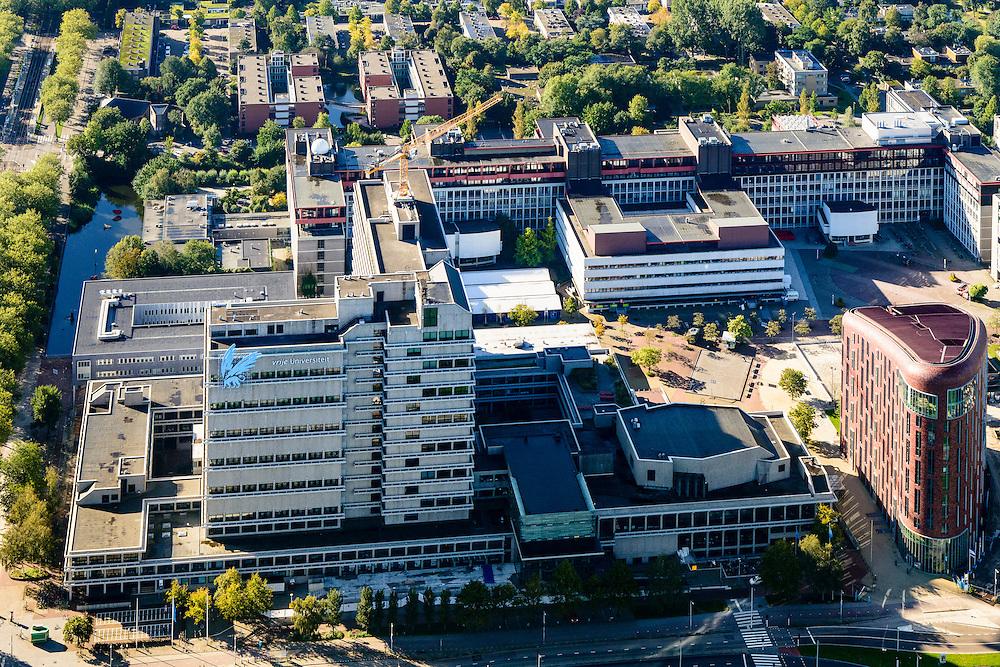 Nederland, Noord-Holland, Amsterdam, 27-09-2015; Zuid-as, overzicht campus van de Vrije Universiteit (VU) aan de Boelenlaan. Hoofdgebouw van de VU met daar achter de subfaculteiten natuurwetenschappen en en rechts het Opleidingsinstituut Zorg en Welzijn (OZW).<br /> Zuid-as, 'South axis', financial center in the South of Amsterdam, with University Vrije Universiteit).<br /> Amsterdam equivalent of 'the City', financial district. <br /> luchtfoto (toeslag op standard tarieven);<br /> aerial photo (additional fee required);<br /> copyright foto/photo Siebe Swart