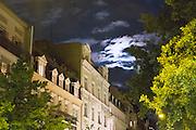 Gründerzeithäuser Gutenbergplatz bei Nacht bei Vollmond, Wiesbaden, Hessen, Deutschland | Gutenberg Square at night , Wiesbaden, Hesse, Germany