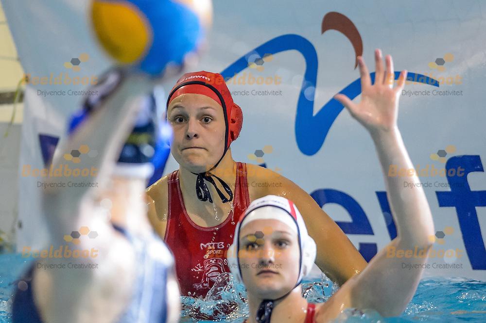 30-04-2016: Waterpolo: UZSC 2 v ZPB H&amp;L Productions 2: Heerenveen<br /> <br /> Keepster Sarah Buis van UZSC<br /> <br /> Finale tijdens de ManMeer!-Cup Dames 2 in het zwembad van Sportstad Heerenveen<br /> <br /> Foto: Gertjan Kooij