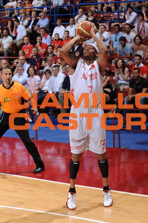 DESCRIZIONE : Milano Lega A 2009-10 Playoff Semifinale Gara 3 Armani Jeans Milano Pepsi Caserta<br /> GIOCATORE : Mike Hall<br /> SQUADRA : Armani Jeans Milano<br /> EVENTO : Campionato Lega A 2009-2010 <br /> GARA : Armani Jeans Milano Pepsi Caserta<br /> DATA : 06/06/2010<br /> CATEGORIA : tiro<br /> SPORT : Pallacanestro <br /> AUTORE : Agenzia Ciamillo-Castoria/A.Dealberto<br /> Galleria : Lega Basket A 2009-2010 <br /> Fotonotizia : Milano Lega A 2009-10 Playoff Semifinale Gara 3 Armani Jeans Milano Pepsi Caserta<br /> Predefinita :