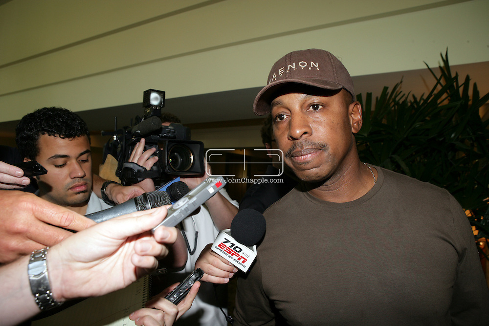 17th June 2008, Cost Mesa, California. Manager, Willie Randolph who was fired by the New York Mets in the middle of the night, following their third win in four games, Willie is pictured leaving the Westin Hotel in Costa Mesa, California. PHOTO © JOHN CHAPPLE / REBEL IMAGES.tel: +1-310-570-9100