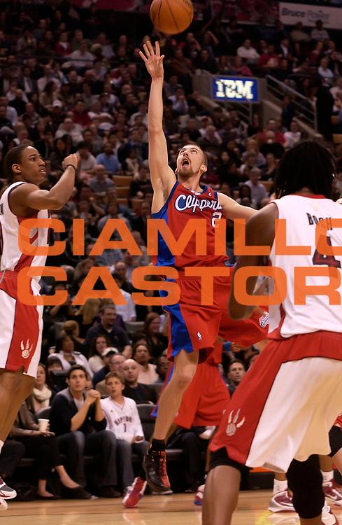 DESCRIZIONE : Toronto NBA 2009-2010 Toronto Raptors Los Angeles Clippers<br /> GIOCATORE : Steve Blake<br /> SQUADRA : Toronto Raptors Los Angeles Clippers<br /> EVENTO : Campionato NBA 2009-2010 <br /> GARA : Toronto Raptors Los Angeles Clippers<br /> DATA : 31/03/2010<br /> CATEGORIA :<br /> SPORT : Pallacanestro <br /> AUTORE : Agenzia Ciamillo-Castoria/V.Keslassy<br /> Galleria : NBA 2009-2010<br /> Fotonotizia : Toronto NBA 2009-2010 Toronto Raptors Los Angeles Clippers<br /> Predefinita :