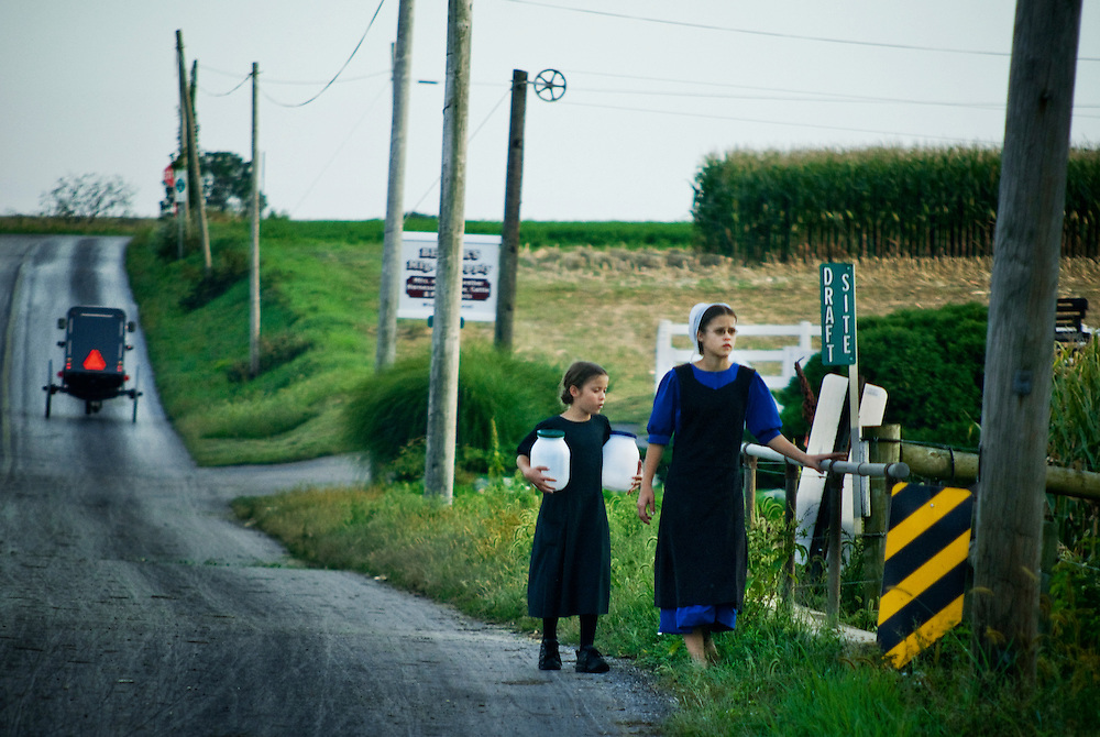 Amish, Lancaster county, Pennsylvania..Two amish girls walking along country road...Photographer: Chris Maluszynski /MOMENT
