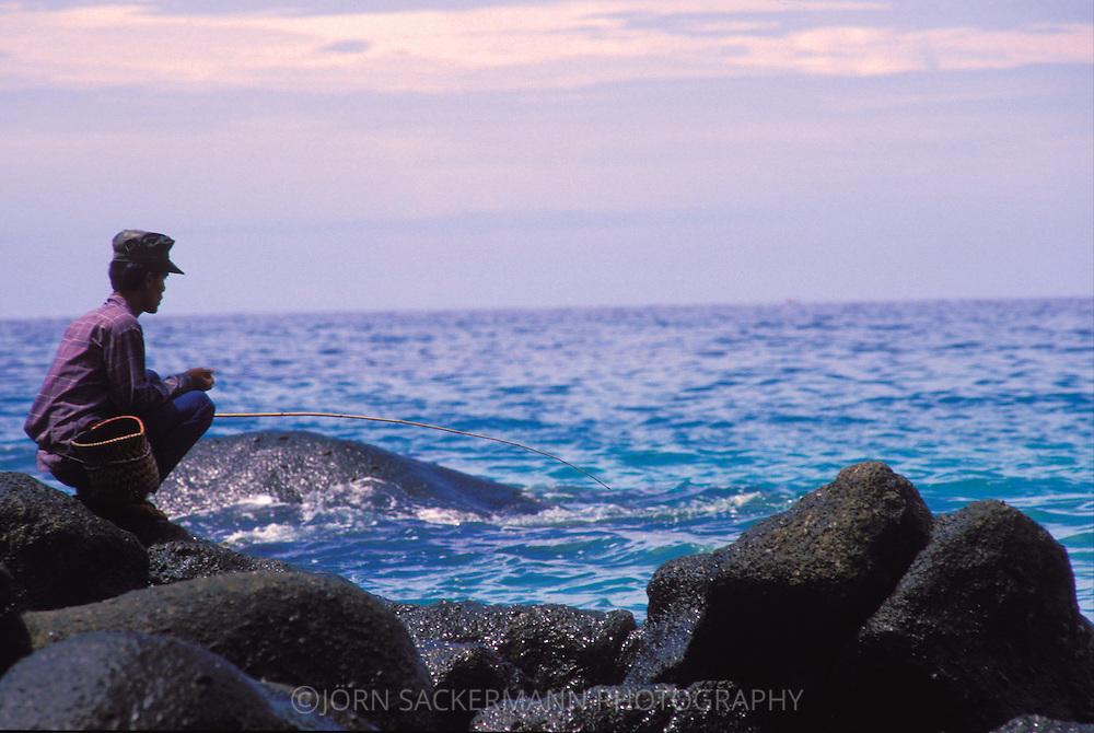 THA, Thailand, Phuket, angler at the beach.....THA, Thailand, Phuket, Angler am Strand.........