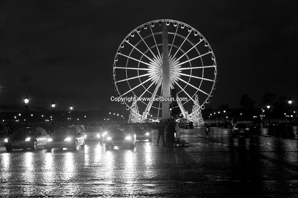 France. Paris. 8th district. Concord square, obelisk and ferris wheel /  place de la Concorde,