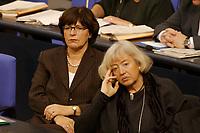 """19 DEC 2002, BERLIN/GERMANY:<br /> Ulla Schmidt (L), SPD, Bundesgesundheitsministerin, und renate Schmidt (R), SPD, Bundesfamilienministerin, in der Regierungsbank, Debatte zur Regierungserklaerung des BK """"Ergebnisses des Europaeischen Rates"""", Plenum, Deutscher Bundestag<br /> IMAGE: 20021219-01-010<br /> KEYWORDS: Sitzung,"""