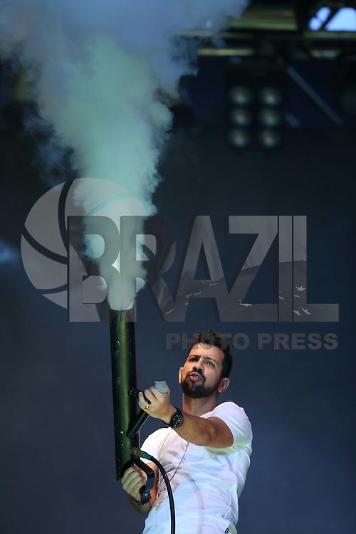 SÃO PAULO, SP, 31.12.2015 - REVEILLON-SP - Dj Dennis durante show da virada na avenida Paulista nesta quinta-feira, 31. (Foto: Vanessa Carvalho/Brazil Photo Press)