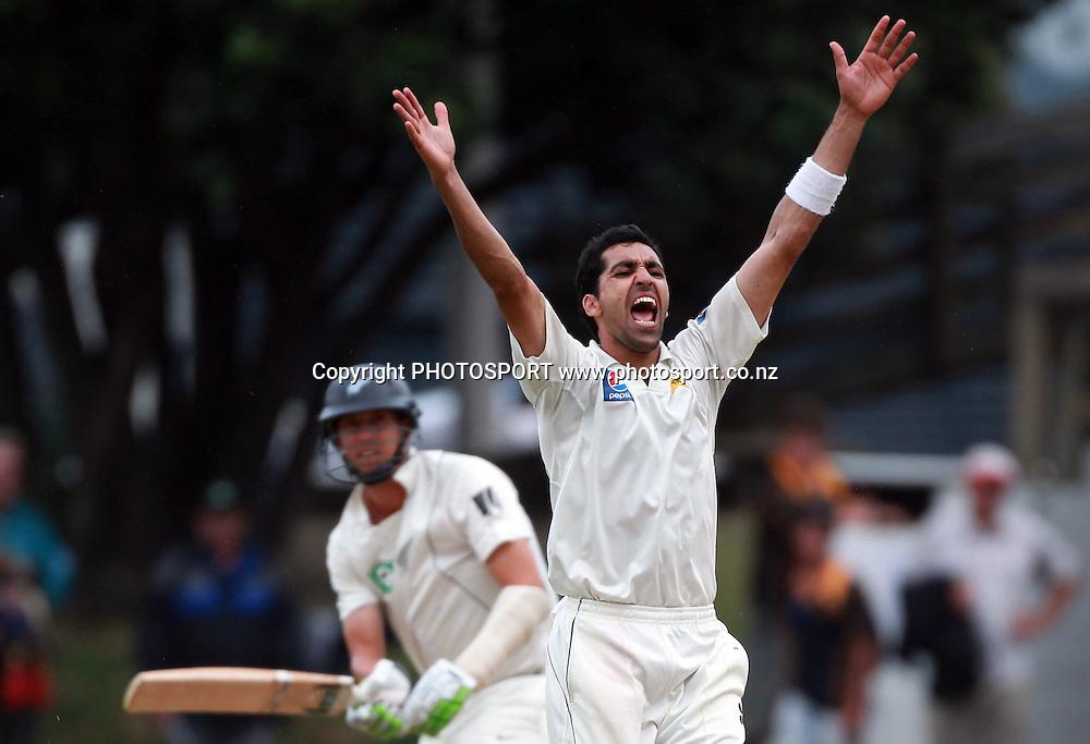 Pakistan pace bowler Umar Gul appeals successfully as he traps Brent Arnel LBW on Day 4 of the 2nd test match.  New Zealand Black Caps v Pakistan, Test Match Cricket. Basin Reserve, Wellington, New Zealand. Tuesday 18 January 2011. Photo: Andrew Cornaga/photosport.co.nz