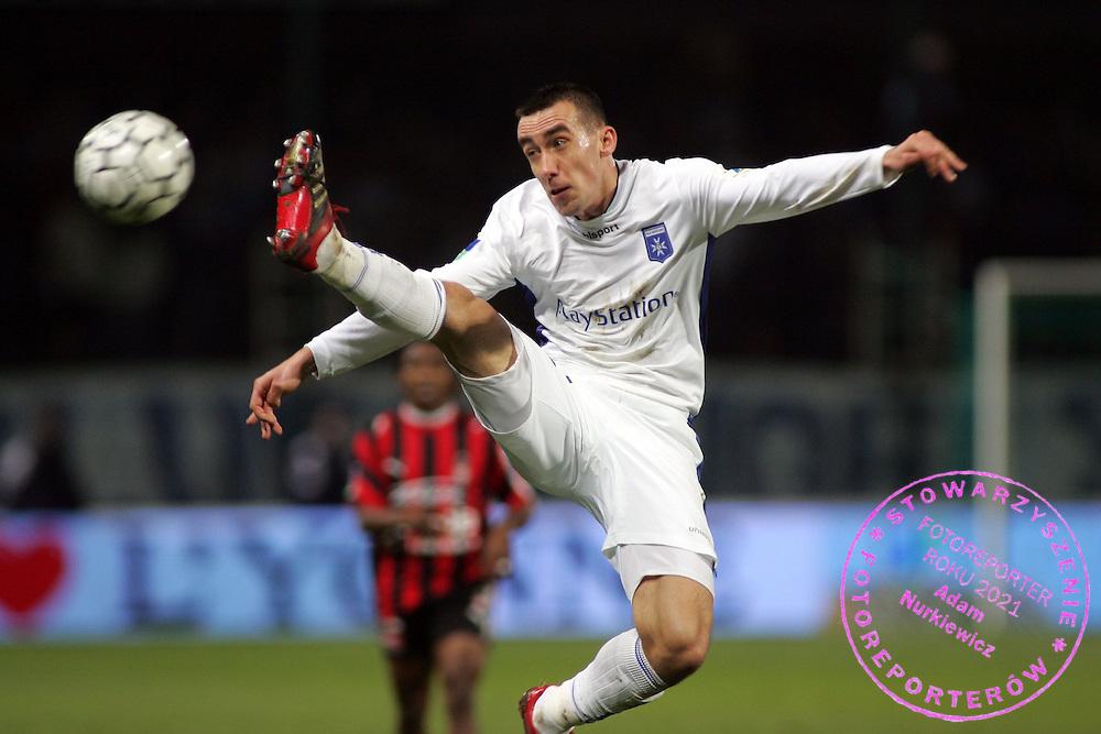 Ireneusz Jelen - Auxerre /Nice - Ligue1 Ligue 1 L1 L 1 - 02.12.2006 - Foot Football - AJA /OGC - largeur action controle..FOT. PANORAMIC / WROFOTO..*** POLAND ONLY !!! *** *** Local Caption *** 00017657