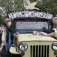 Nederlan, Noord-Holland, Amsterdam, 6 november 2013 <br /> De Keuken van het Ongewenst Dier, een initiatief van Rob Hagenouw en zijn vrouw Nicolle Schatborn, probeert de aandacht ook te vestigen op andere dieren die overlast bezorgen.<br /> De Schipholganzenkroket wordt bijvoorbeeld gemaakt van geschoten ganzen die het vliegverkeer bij Schiphol in gevaar brengen of boeren schade en overlast geven. <br /> Andere ongewenste dieren: Japanse oester, Amerikaanse rivierkreeft en muskusra, allemaal topvlees.