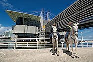 PRT, Portugal: Oceanario de Lisboa, das zweitgroesste seiner Art weltweit, berittene Polizei vor dem Aquarium, Lissabon, Lissabon   PRT, Portugal: Oceanario de Lisboa, the second largest world wide, mounted police in front of the Aquarium, Lisbon, Lisbon  