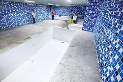 Vista geral das piscinas de gelo no vestiário da Arena do Grêmio, localizada no bairro Humaitá, zona norte de Porto Alegre. De acordo com a Construtora OAS, responsável pelo empreendimento, o novo estádio tricolor será inaugurado dia 8 de dezembro de 2012 e será utilizado como campo oficial de treino durante a Copa do Mundo de 2014. FOTO: Jefferson Bernardes/Preview.com