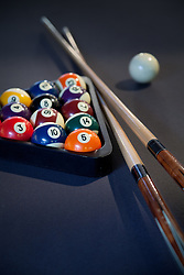 Pool table with pool balls que sticks