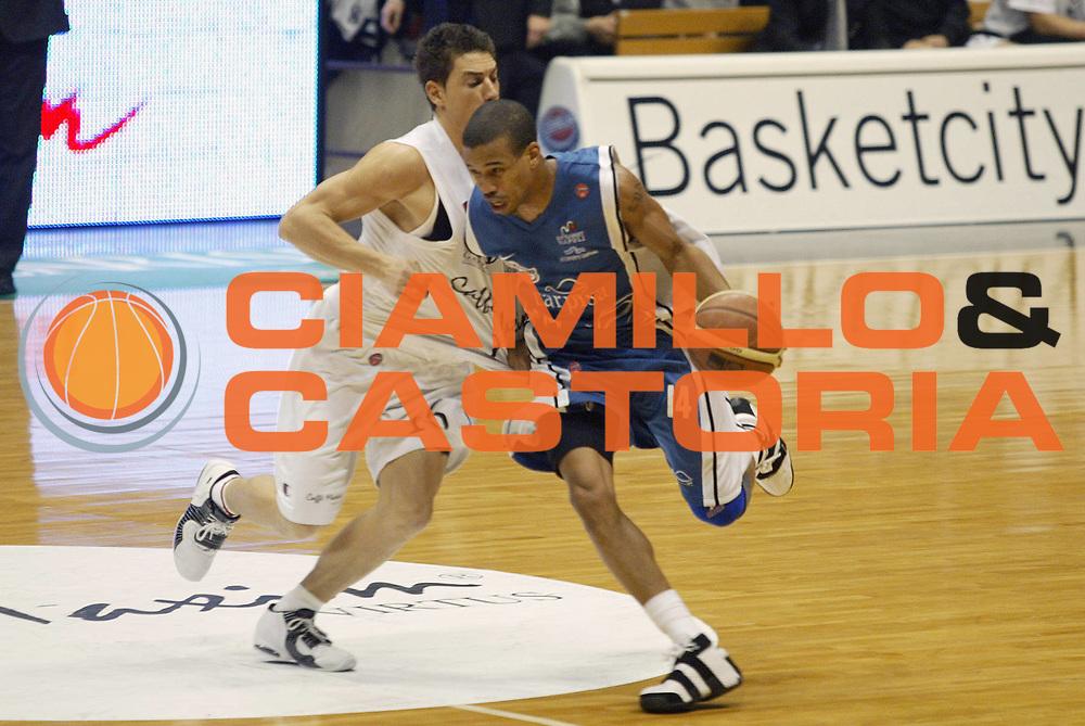 DESCRIZIONE : Bologna Lega A1 2005-06 Virtus Caffe Maxim Bologna Carpisa Napoli<br /> GIOCATORE : Greer<br /> SQUADRA : Carpisa Napoli <br /> EVENTO : Campionato Lega A1 2005-2006<br /> GARA : Virtus Caffe Maxim Bologna Carpisa Napoli<br /> DATA : 22/01/2006<br /> CATEGORIA : Penetrazione<br /> SPORT : Pallacanestro<br /> AUTORE : Agenzia Ciamillo-Castoria/E.Pozzo