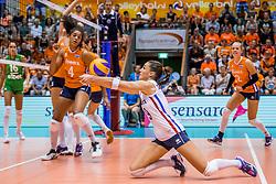 27-08-2017 NED: World Qualifications Bulgaria - Netherlands, Rotterdam<br /> De Nederlandse volleybalsters hebben in Rotterdam het kwalificatietoernooi voor het WK van volgend jaar in Japan ongeslagen afgesloten. Oranje was in z'n laatste wedstrijd met 3-0 te sterk voor Bulgarije: 25-21, 25-17, 25-23. / Myrthe Schoot #9 of Netherlands