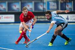 England's Ollie Willars passes past Manuel Brunet of Argentina. England v Argentina - Hockey World League Semi Final, Lee Valley Hockey and Tennis Centre, London, United Kingdom on 18 June 2017. Photo: Simon Parker