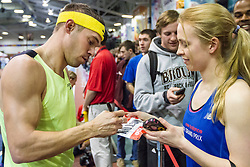Nick Symmonds signs autographs