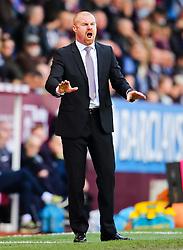 Burnley Manager, Sean Dyche shouts instructions to his players - Photo mandatory by-line: Matt McNulty/JMP - Mobile: 07966 386802 - 05/04/2015 - SPORT - Football - Burnley - Turf Moor - Burnley v Tottenham Hotspur - Barclays Premier League