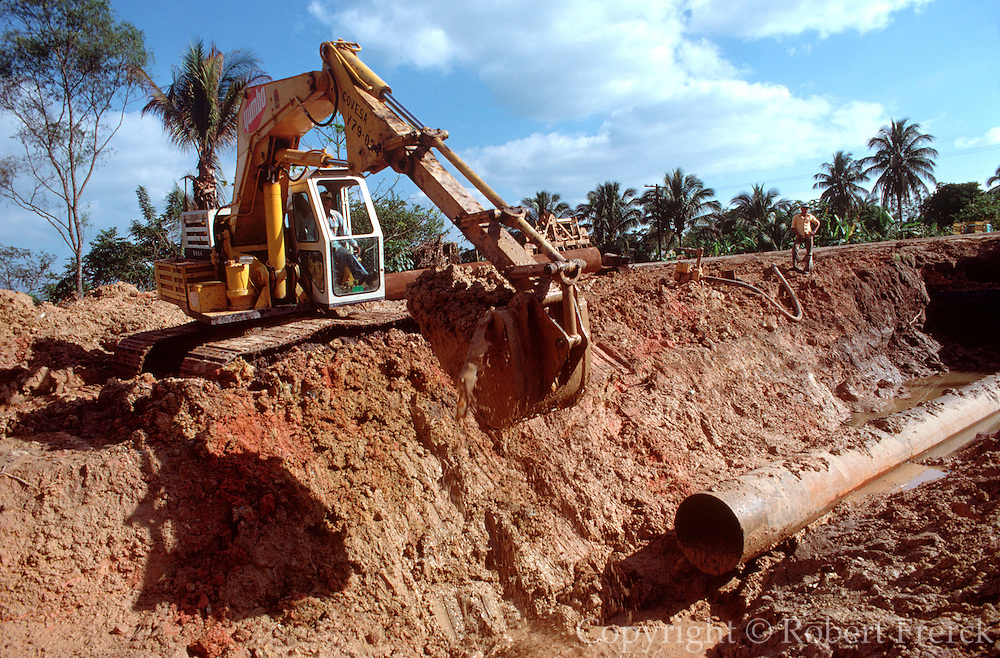 MEXICO, INDUSTRY, PETROLEUM constructing an oil pipeline near Villahermosa in Tabasco State to carry oil from the Reforma oil field