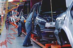 Sao Bernardo do Campo, SP, Brasil  21/04/94.Fabrica da Volkswagem. Linha de montagem de automoveis./ Volkswagem Factory. Assemblage line of cars..Foto Marcos Issa/Argosfoto