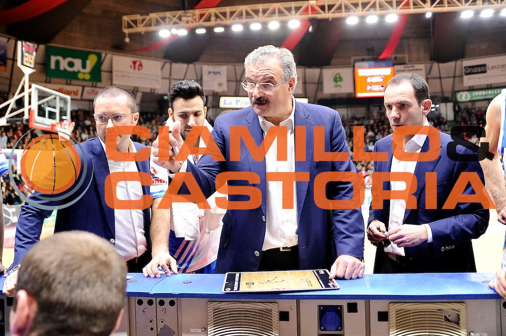 DESCRIZIONE : Varese Lega A 2014-2015 Openjob Metis Varese Banco di Sardegna Sassari<br /> GIOCATORE : Meo Sacchetti<br /> CATEGORIA : timeout<br /> SQUADRA : Banco di Sardegna Sassari<br /> EVENTO : Campionato Lega A 2014-2015<br /> GARA : Openjob Metis Varese Banco di Sardegna Sassari<br /> DATA : 26/12/2014<br /> SPORT : Pallacanestro<br /> AUTORE : Agenzia Ciamillo-Castoria/Max.Ceretti<br /> GALLERIA : Lega Basket A 2014-2015<br /> FOTONOTIZIA : Varese Lega A 2014-2015 Openjob Metis Varese Banco di Sardegna Sassari<br /> PREDEFINITA :