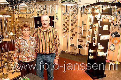 NLD/Huizen/20061115 - Nieuwe verlichtingszaak Roma met eigenaren Irene en Paul Donker Oostermeent Huizen