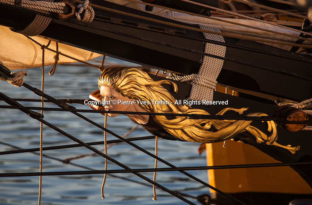 Prow of french aviso/schooner La Recouvrance in harbour
