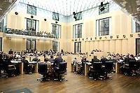 18 MAR 2005, BERLIN/GERMANY:<br /> Uebersicht Plenarsaal, waehrend einer Debatte, Plenum, Bundesrat<br /> IMAGE: 20050318-02-050<br /> KEYWORDS: Übersicht