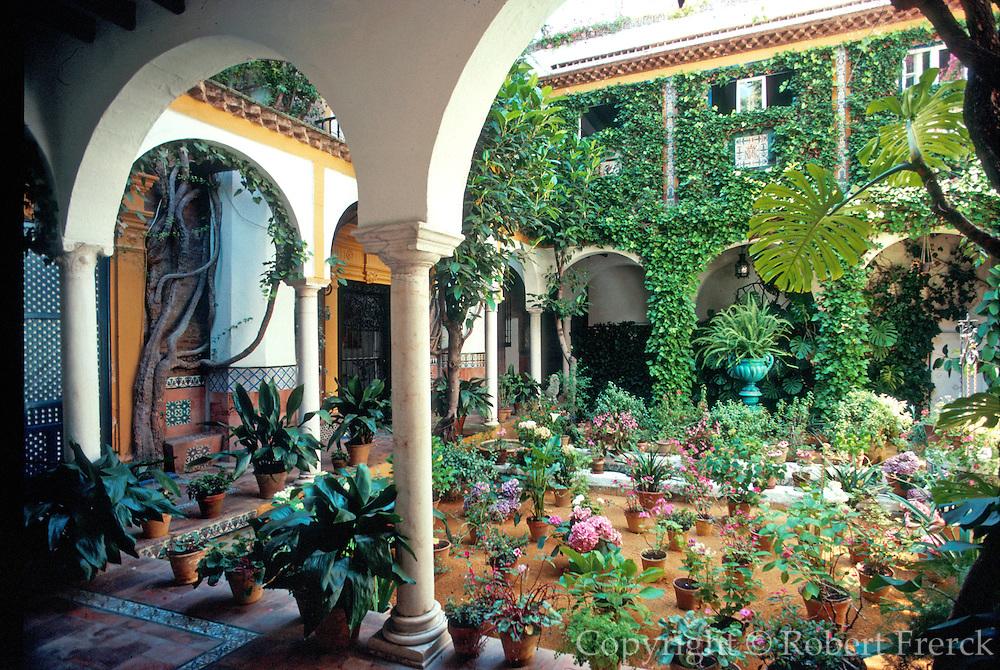 SPAIN, ANDALUSIA, SEVILLE Barrio Santa Cruz; Washington Irving