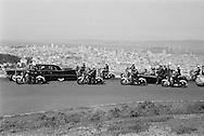 Khrushchev's motorcade riding above Los Angeles for a better view of the city, Khrushchev is in a convertible.<br /> <br /> Le cort&egrave;ge de Khrouchtchev dans les auteurs de Los Angeles pour une meilleure vue de la ville. Nikita Khrouchtchev est dans une d&eacute;capotable .