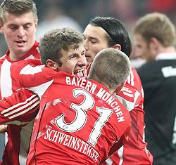27.11.2010, Allianz Arena, Muenchen, GER, 1.FBL, FC Bayern Muenchen vs Eintracht Frankfurt, im Bild Freude bei den Bayern nach dem 2-1 durch Thomas Mueller (Bayern #25) mit Mario Gomez (Bayern #33) Bastian Schweinsteiger (Bayern #31) und Franck Ribery (Bayern #7)  , EXPA Pictures © 2010, PhotoCredit: EXPA/ nph/  Straubmeier       ****** out ouf GER ******