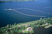 Nederland, Zuid - Holland, Reeuwijksche Plassen, 17/05/2002; zandwinning door middel van hopperzuiger, de zandpersleidingen (voor vervoer van het zand) drijven aan gekleurde boeien; in de voorgrond een villa, landhuis; recreatie watersport   platteland planologie; luchtfoto (toeslag), aerial photo (additional fee)<br /> foto /photo Siebe Swart