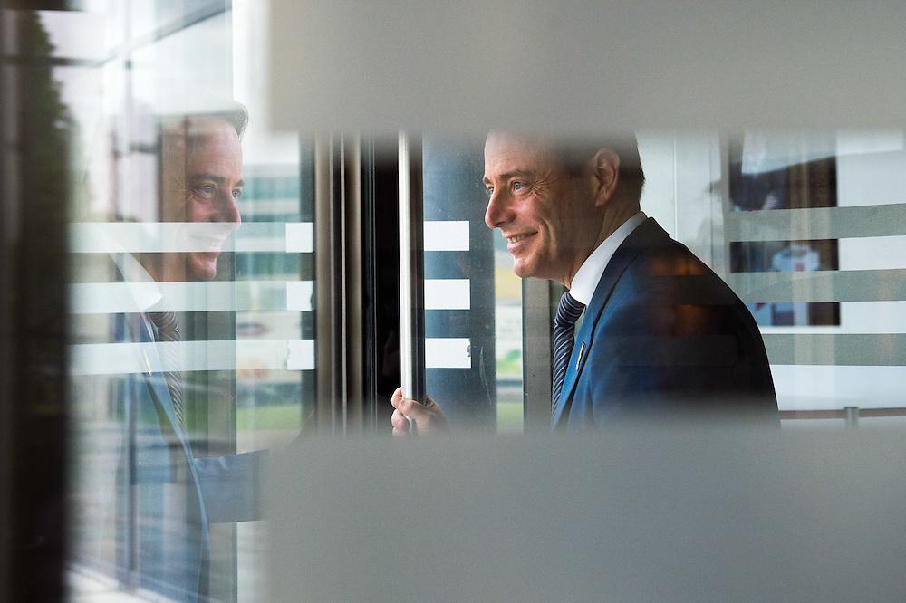 Ass HLN debatte Bart De Weaver - Paul Magnette