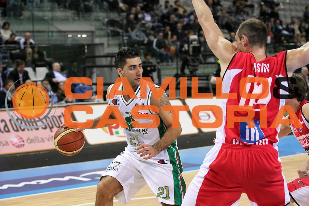DESCRIZIONE : Torino Coppa Italia Final Eight 2011 Quarti di Finale Montepaschi Siena Scavolini Siviglia Pesaro<br /> GIOCATORE : Pietro Aradori<br /> SQUADRA : Montepaschi Siena<br /> EVENTO : Agos Ducato Basket Coppa Italia Final Eight 2011<br /> GARA : Montepaschi Siena Scavolini Siviglia Pesaro<br /> DATA : 10/02/2011<br /> CATEGORIA : Palleggio<br /> SPORT : Pallacanestro<br /> AUTORE : Agenzia Ciamillo-Castoria/G.Cottini<br /> Galleria : Final Eight Coppa Italia 2011<br /> Fotonotizia : Torino Coppa Italia Final Eight 2011 Quarti di Finale Montepaschi Siena Scavolini Siviglia Pesaro<br /> Predefinita :