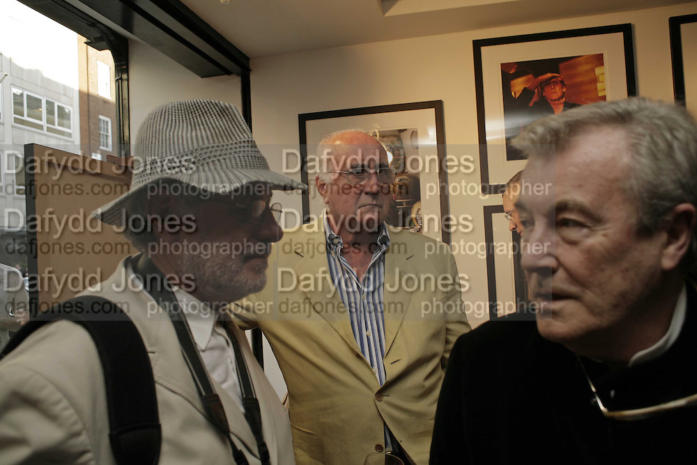 Barry Lategan, David Steen, and Terry O'Neill.  EXHIBITION OPENING OF PHOTOS BY DAVID MONTGOMERY. - 'Shutterbug' Scream Gallery. Bruton St. London. 13 July 2006. ONE TIME USE ONLY - DO NOT ARCHIVE  © Copyright Photograph by Dafydd Jones 66 Stockwell Park Rd. London SW9 0DA Tel 020 7733 0108 www.dafjones.com