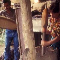 Mujer y hombre en la cocina de casa rustica, Altamira de Caceres, Estado Barinas, Venezuela.