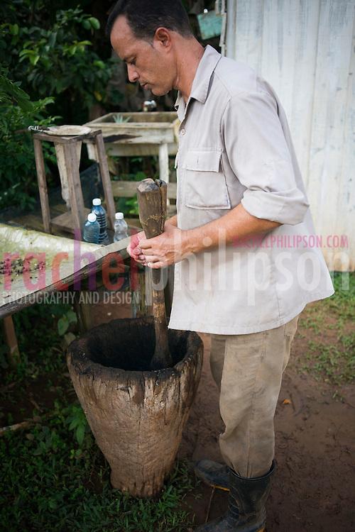 Cuba, Viñales, landscape, coffee farm, coffee beans grinding