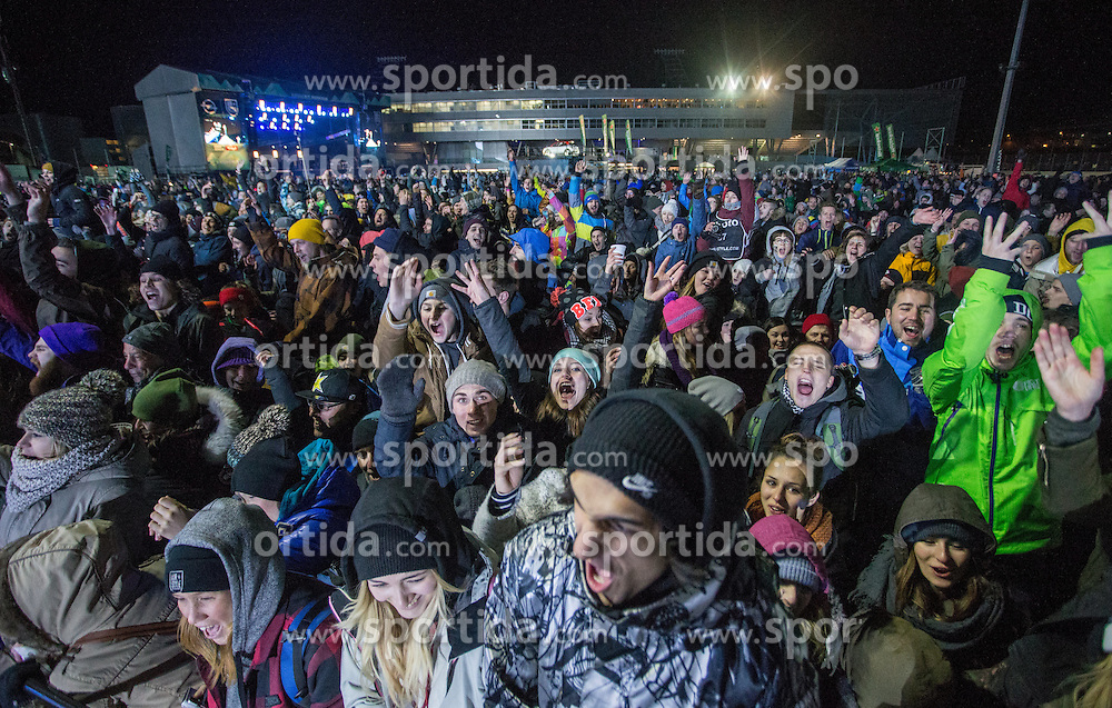06.02.2016, Olympiaworld, Innsbruck, AUT, Air and Style, Innsbruck, im Bild Zuseher // visitors during the Air & Style Snowboard Competition and Festival at the Olympiaworld in Innsbruck, Austria on 2016/02/06. EXPA Pictures © 2016, PhotoCredit: EXPA/ Jakob Gruber