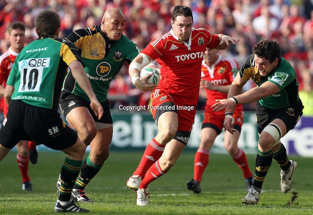 Heineken Cup Quarter-Final 10/4/2010<br />Munster vs Northampton Saints<br />Munster's David Wallace gets past Phil Dowson of Northampton Saints <br />Mandatory Credit &copy;INPHO/Dan Sheridan *** Local Caption ***