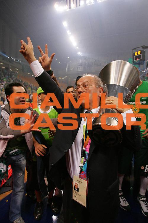 DESCRIZIONE : Atene Athens Eurolega Euroleague 2006-07 Final Four Finale Panathinaikos Atene Cska Mosca <br /> GIOCATORE : Giannakopoulos Coppa <br /> SQUADRA : Panathinaikos Atene <br /> EVENTO : Eurolega 2006-2007 Final Four Finale <br /> GARA : Panathinaikos Atene Cska Mosca <br /> DATA : 06/05/2007 <br /> CATEGORIA : Esultanza <br /> SPORT : Pallacanestro <br /> AUTORE : Agenzia Ciamillo-Castoria/S.Silvestri
