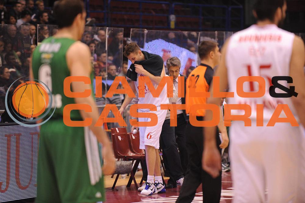 DESCRIZIONE : Milano Eurolega 2011-12 EA7 Emporio Armani Milano Panathinaikos Atene<br /> GIOCATORE : Stefano mancinelli<br /> CATEGORIA : infortunio<br /> SQUADRA : EA7 Emporio Armani Milano <br /> EVENTO : Eurolega 2011-2012<br /> GARA : EA7 Emporio Armani Milano Panathinaikos Atene<br /> DATA : 19/01/2012<br /> SPORT : Pallacanestro <br /> AUTORE : Agenzia Ciamillo-Castoria/M.Marchi<br /> Galleria : Eurolega 2011-2012<br /> Fotonotizia : Milano Eurolega 2011-12 EA7 Emporio Armani Milano Panathinaikos Atene<br /> Predefinita :
