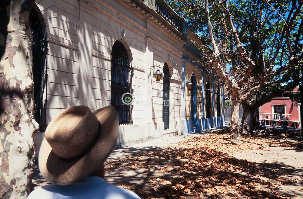Rua na cidade de Colonia del Sacramento, Uruguai / Street at city Colonia del Sacramento, Uruguay