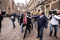 Nederland. Den Haag, 18 februari 2010.<br /> Wouter Bos na overleg met Balkenende en Rouvoet, op weg naar de Tweede kamer.<br /> Spoeddebat in de Tweede Kamer over de ontstane crisissituatie binnen het kabinet over Uruzgan, daags voor de val van het vierde kabinet Balkenende.<br /> Foto Martijn Beekman