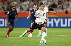 05.07.2011, Borussia-Park, Moenchengladbach, GER, FIFA Women Worldcup 2011, Gruppe A,  Frankreich (FRA) Deutschland (GER) ,. im Bild Inka Grings (GER) verwandelt den Elfmeter zum 3:1 . // during the FIFA Women´s Worldcup 2011, Pool A,France vs Germany on 2011/06/26, Borussia-Park, Moenchengladbach, Germany. EXPA Pictures © 2011, PhotoCredit: EXPA/ nph/  Karina Hessland       ****** out of GER / CRO  / BEL ******