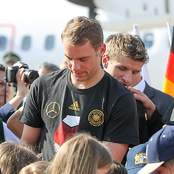 15.07.2014, Flughafen, Muenchen, GER, FIFA WM, Empfang der Weltmeister in Deutschland, Finale, im Bild Manuel Neuer #1 (Deutschland) gibt Autogramme // during Celebration of Team Germany for Champion of the FIFA Worldcup Brazil 2014 at the Flughafen in Muenchen, Germany on 2014/07/15. EXPA Pictures © 2014, PhotoCredit: EXPA/ Eibner-Pressefoto/ Kolbert  *****ATTENTION - OUT of GER*****