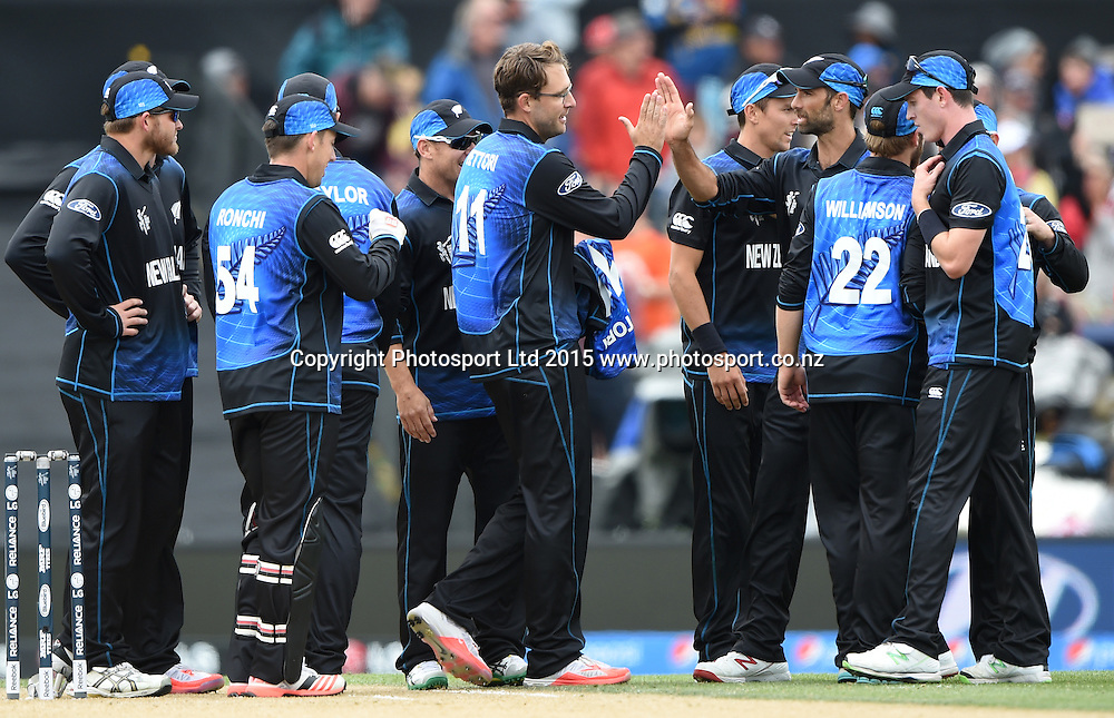 Daniel Vettori and team mates celebrate the wicket of Dilshan during the ICC Cricket World Cup match between New Zealand and Sri Lanka at Hagley Oval in Christchurch, New Zealand. Saturday 14 February 2015. Copyright Photo: Andrew Cornaga / www.Photosport.co.nz